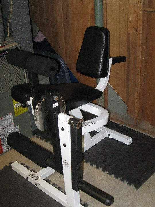home_gym_leg_machine