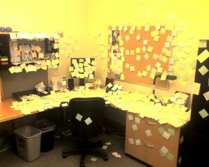 post_it_notes_desk